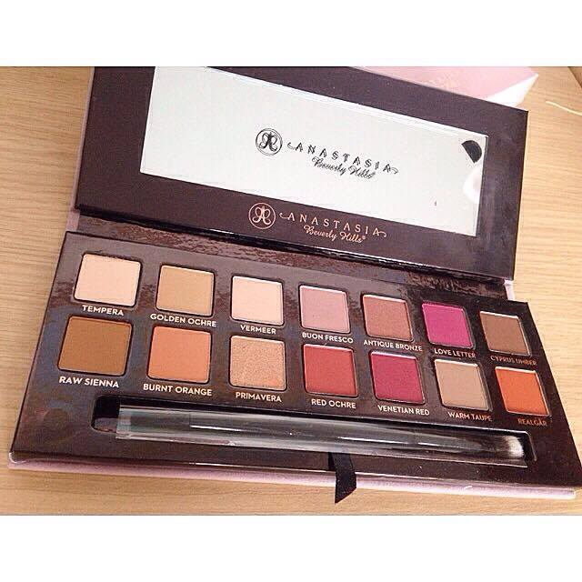 Modern Renaissance palette review by Anastasia Beverly Hills